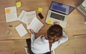 民間企業からの受験やフリーター、非常勤講師は不利か?